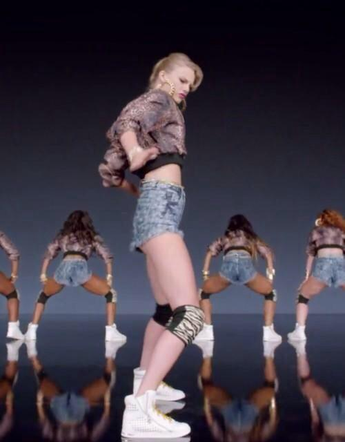 taylor swift negative booty
